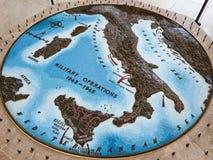 美国军事公墓的战略地中海地图在聂图诺 免版税库存图片