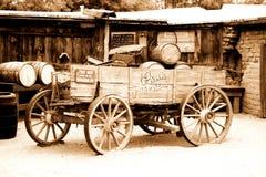 美国古色古香的购物车 免版税库存图片