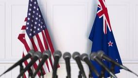 美国和新西兰的旗子在国际会议或交涉新闻招待会 3D动画 股票视频