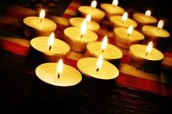美国和被点燃的蜡烛的旗子 免版税库存图片