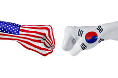 美国和韩国旗子 概念战斗、企业竞争、冲突或者体育比赛 免版税库存图片