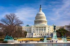 美国国会大厦和反射水池在华盛顿特区, 图库摄影