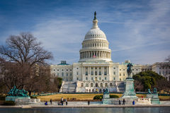美国国会大厦和反射水池在华盛顿特区, 免版税库存图片