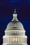 美国国会大厦圆顶在多云微明,华盛顿特区下 免版税库存图片
