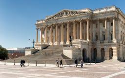 美国国会大厦大厦东部门面在与人的白天 库存图片