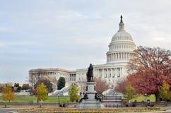 美国国会大厦大厦在秋天,华盛顿特区,美国 免版税库存照片
