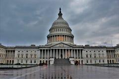 美国国会大厦的东部前面在一多云天 免版税库存图片