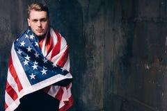 美国国旗人 与自由空间的背景 图库摄影