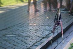 美国国旗和越南纪念品墙壁 免版税库存照片
