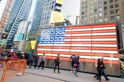美国国旗在纽约城时常摆正 库存图片