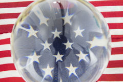 美国国旗担任主角水晶球条纹 库存图片