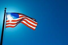 美国国旗被日光照射了从后面 库存图片