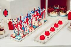 美国国旗颜色甜点,红色,蓝色和白色点心为7月第4 免版税图库摄影