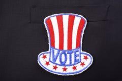 美国在衣服口袋的表决徽章 免版税库存图片