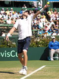 美国在戴维斯杯期间的网球员约翰・伊斯内尔选拔反对澳大利亚 免版税库存照片