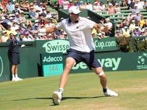 美国在戴维斯杯期间的网球员约翰・伊斯内尔选拔反对澳大利亚 免版税库存图片