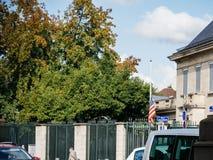 美国大使馆在杀害在拉斯维加斯的攻击以后的旗子下半旗 库存图片