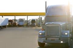 美国大入口机动车路卡车 库存图片