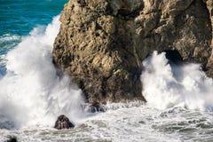 美国太平洋海岸,曲拱岩石,俄勒冈状态 图库摄影