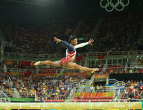 美国奥林匹克冠军西蒙妮胆汁在平衡木竞争在女队全能体操在里约2016年 免版税库存图片