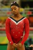 美国奥林匹克冠军西蒙妮胆汁在最后的竞争前的在平衡木妇女` s艺术性的体操里约2016年 免版税库存图片