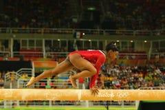 美国奥林匹克冠军西蒙妮胆汁竞争在平衡木妇女` s艺术性的体操的决赛在里约2016年 免版税库存图片
