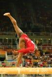 美国奥林匹克冠军西蒙妮胆汁竞争在平衡木妇女` s艺术性的体操的决赛在里约2016年 免版税库存照片