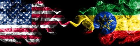 美国对埃塞俄比亚,肩并肩被安置的埃赛俄比亚的发烟性神秘的旗子 ?????????????? 库存例证
