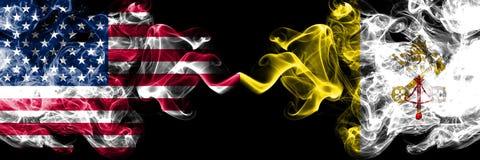 美国对肩并肩被安置的梵蒂冈发烟性神秘的旗子 美国的厚实的色的柔滑的烟旗子和 皇族释放例证