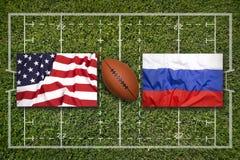 美国对 在橄榄球领域的俄罗斯旗子 免版税库存图片