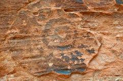 美国峡谷当地刻在岩石上的文字墙壁 免版税图库摄影