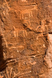 美国当地刻在岩石上的文字 库存图片