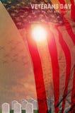 美国旗子和坟墓连续向在阳光下轻的f扔石头 免版税图库摄影