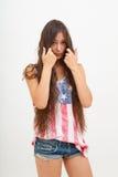 美国旗子和牛仔裤的顶面颜色的妇女  免版税库存照片