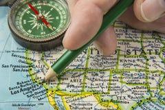 美国映射与指向在各种各样我们的铅笔城市 免版税库存图片