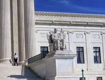 美国最高法院雕象美国国会华盛顿特区 免版税库存图片