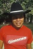 美国本地人亚帕基印第安人青年佩带的牛仔帽 库存照片