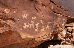 美国本地人刻在岩石上的文字在曲拱国家公园 库存图片