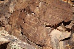 美国本地人刻在岩石上的文字 免版税图库摄影