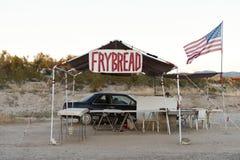 美国本地人Frybread路旁购销点交易站, nr Sedona, AZ, U 免版税库存图片