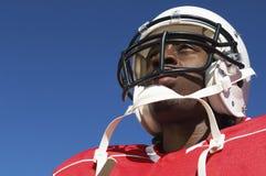 美国橄榄球运动员特写镜头盔甲的 库存图片