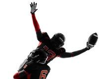美国橄榄球运动员触地得分庆祝剪影 免版税库存照片