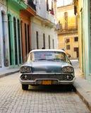 美国汽车哈瓦那老停放的街道 库存照片