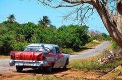 美国汽车在Puerto埃斯波兰萨,古巴 免版税库存图片