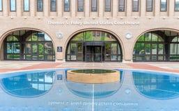 美国法院大楼的反射的池塘在斯波肯,华盛顿 免版税库存照片