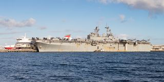 美国海军的USS博诺姆理查LHD-6黄蜂班的两栖战舰 免版税库存图片