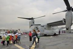 美国海军船橡木小山,旗舰为纽约在码头92,曼哈顿的舰队星期在海军天期间可以2014年 免版税库存图片