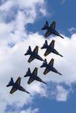 美国海军蓝色天使F-18大黄蜂飞机在飞行表演执行在舰队星期期间2014年 免版税库存图片
