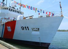 美国海岸卫队在布鲁克林巡航终端靠码头的切削刀向前在舰队星期2016海岸,切削刀,战争,星期,卫兵期间 库存图片