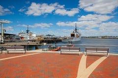 美国海岸卫队船在波士顿港口,美国靠了码头 库存照片